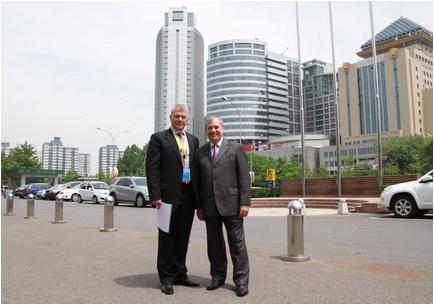 Beijing, 13 mai 2014. Dumitru Prunariu și cosmonautul rus Oleg Novitski