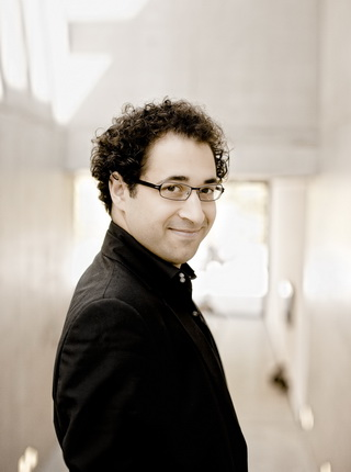 Leo Hussain, conductor Photo: Marco Borggreve