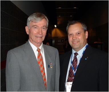 foto 16 dumitru prunariu In 2005 cu astronautul american John Young
