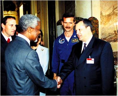 foto 5 d prunariu Viena 1999. Alaturi de Kofi Annan, secretar general al ONU la Conferin_a UNISPACE III. In spate, cosmonau_ii Franz Viehbock _i Chris Hadfield.